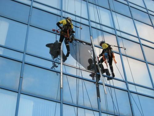 Рации «на высоте» или почему радиооборудование необходимо использовать при выполнении высотных работ